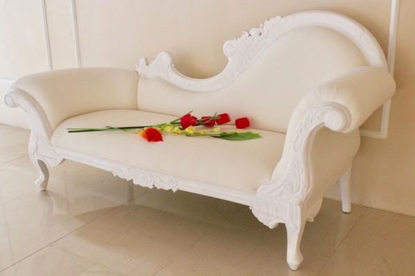 Barock Chaiselongue Sofa , Repro-Antik-Design Mahagoni massiv holz , weiß samt Stoffbezug  aufwendige Holzschnitzerei weiß