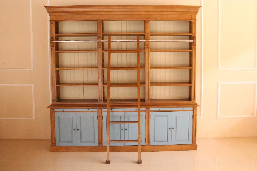 barock b cherregal bc 003 mit leiter in blau schr nke regale shop repro antik. Black Bedroom Furniture Sets. Home Design Ideas