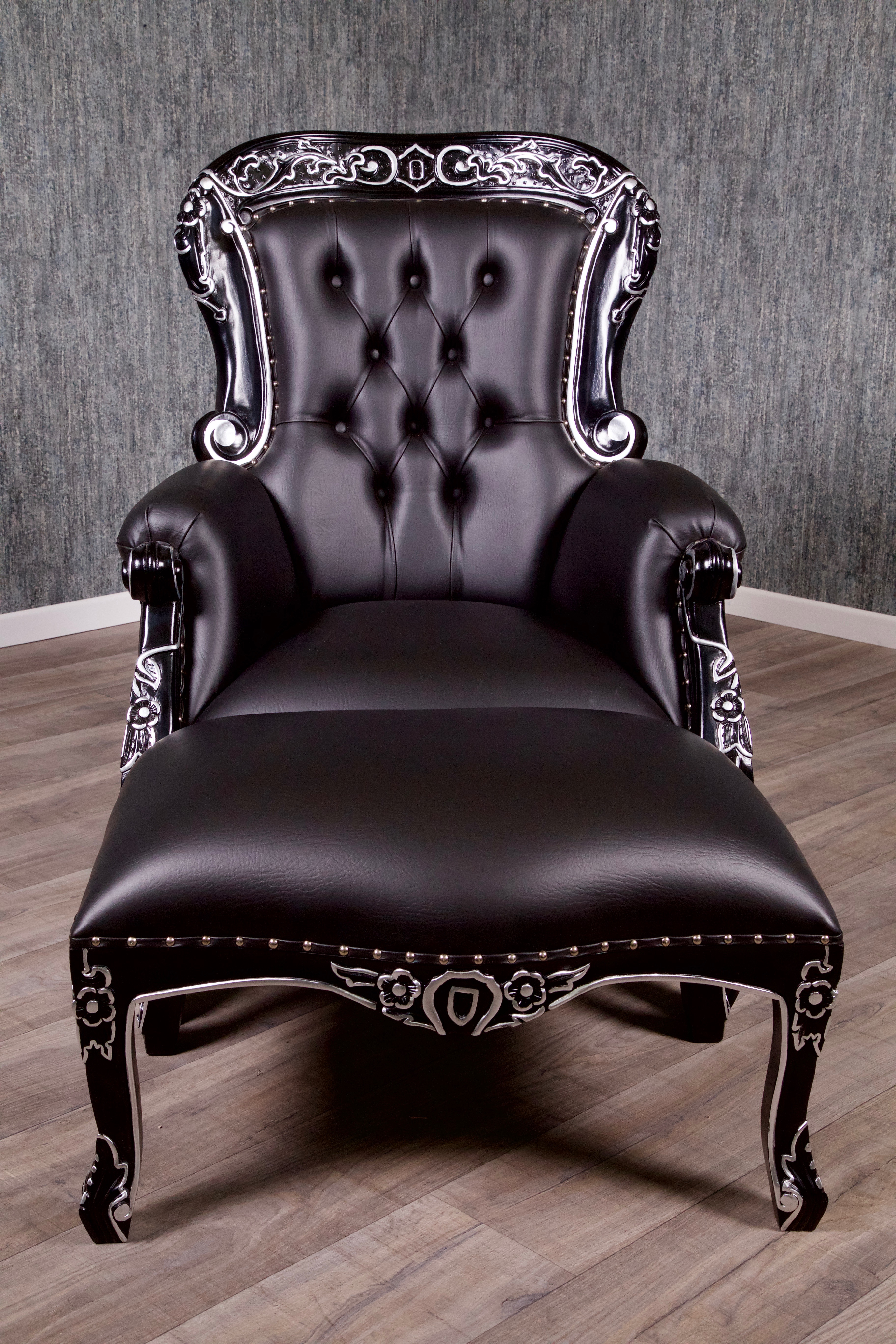 barock sessel grandfather mit hocker sessel sofas. Black Bedroom Furniture Sets. Home Design Ideas