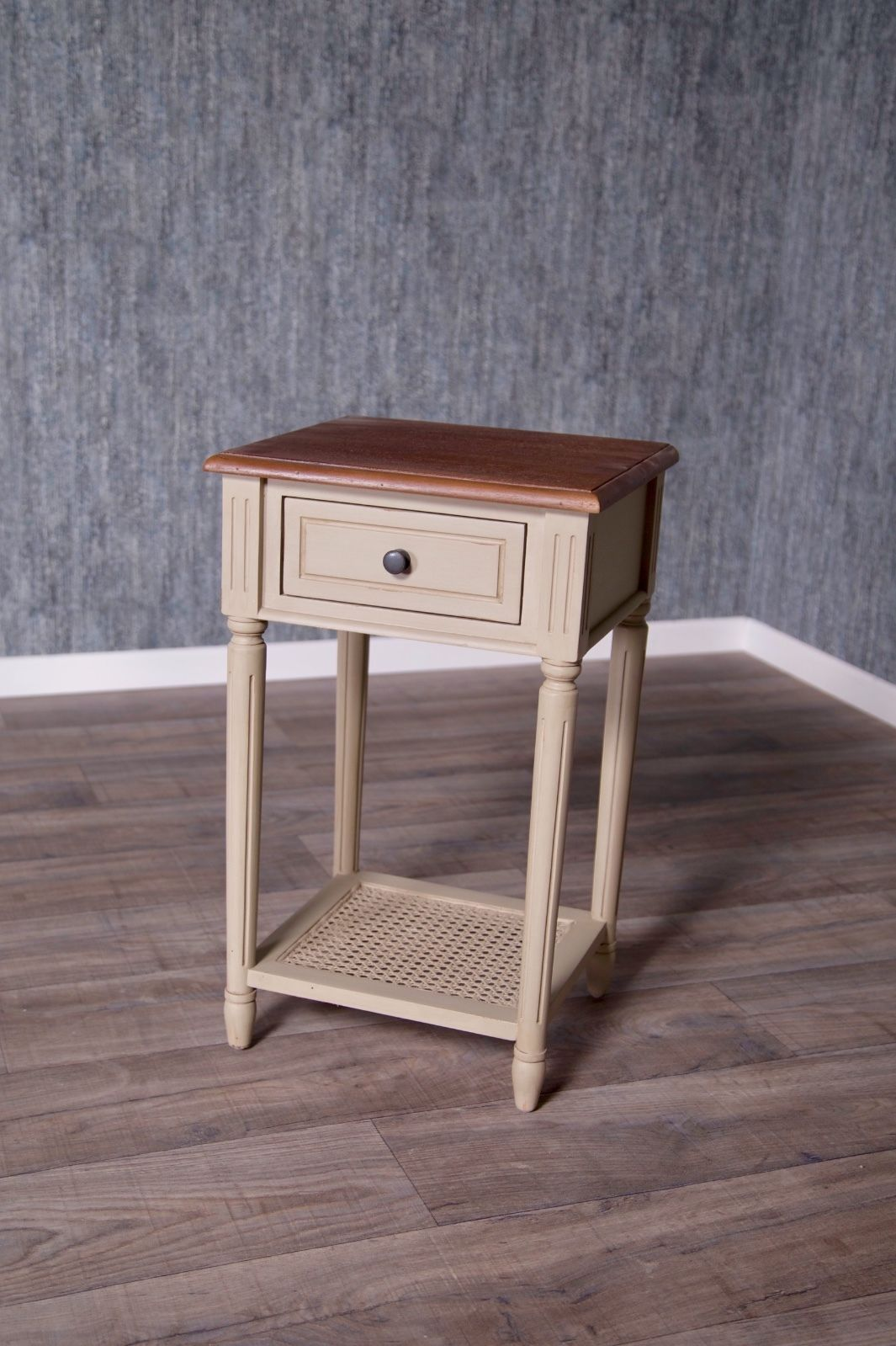 barock nachttisch loi rattan nachttische shop repro. Black Bedroom Furniture Sets. Home Design Ideas