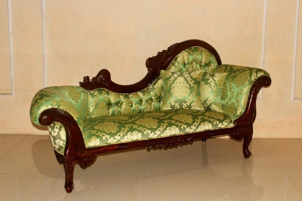 Barock Chaiselongue Sofa , Repro-Antik-Design Mahagoni massiv holz braun gebeizt wenge , Stoffbezug gold grün  Ornamente aufwendige Holzschnitzerei