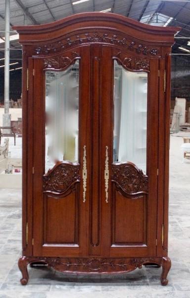 Barock Schrank Kleiderschrank 2-türig mit Spiegel, Repro-Antik-Design, Mahagoni massiv holz, gold Beschläge, gebeizt in Kirschbaum, ausgefallen, mit aufwendiger Holz schnitzerei.
