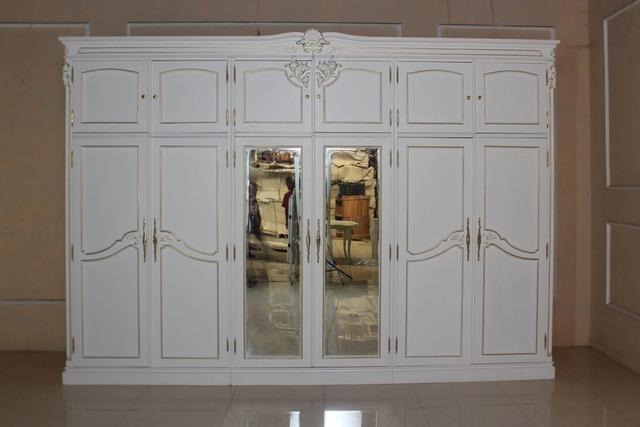 barock kleiderschrank yorkshire amoire wei mit gold dekor. Black Bedroom Furniture Sets. Home Design Ideas