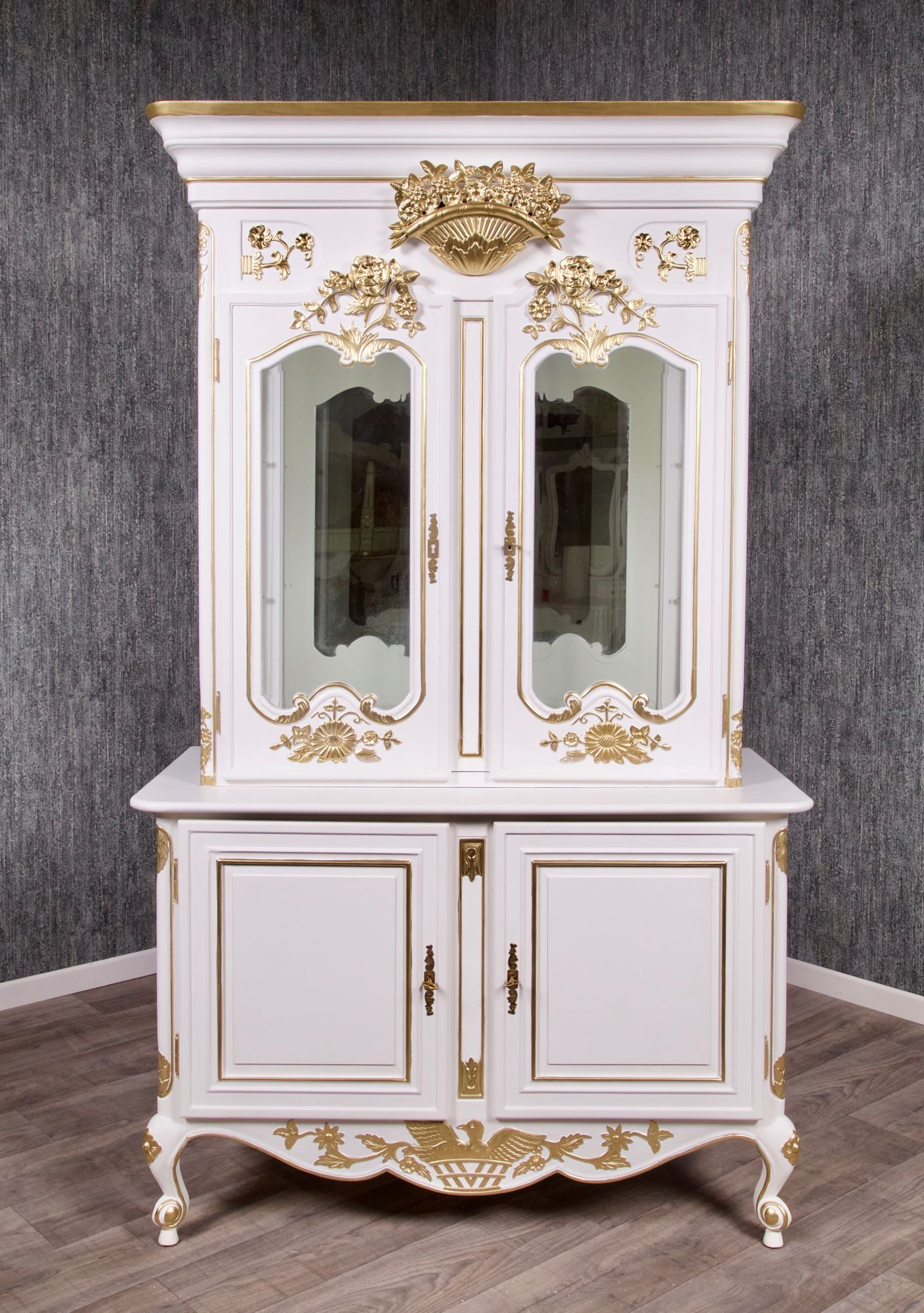 barock buffet rar 004 gs in wei mit starkem gold dekor vitrinen buffets shop repro. Black Bedroom Furniture Sets. Home Design Ideas