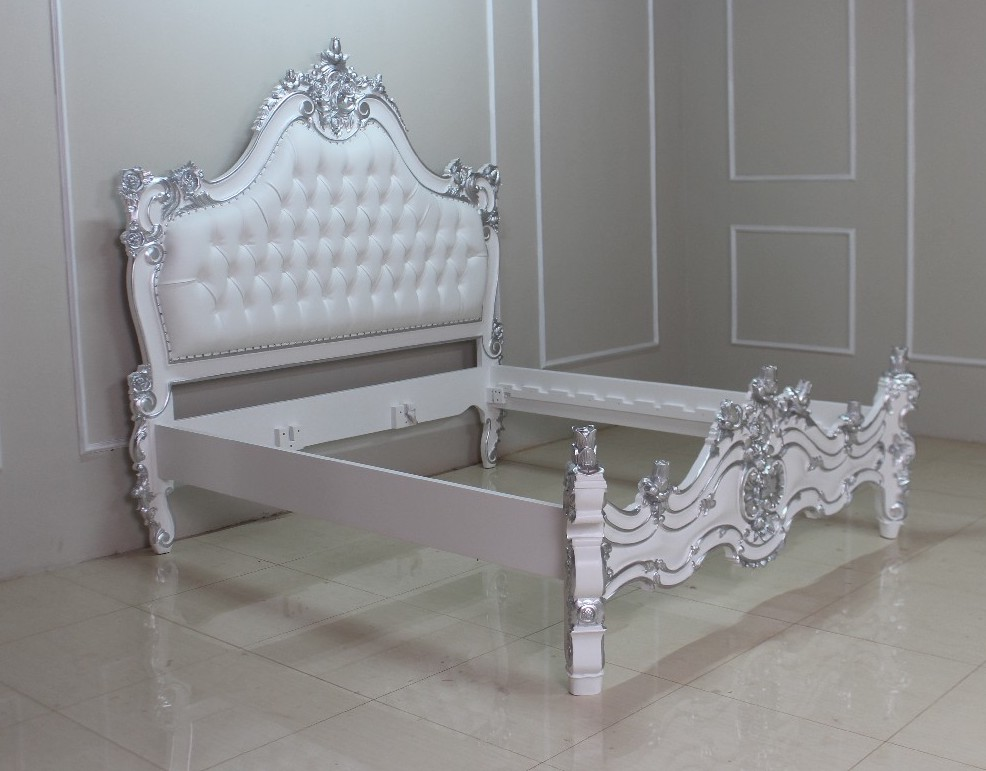 barock bett valbonne in wei mit silber dekor betten shop repro antik design. Black Bedroom Furniture Sets. Home Design Ideas