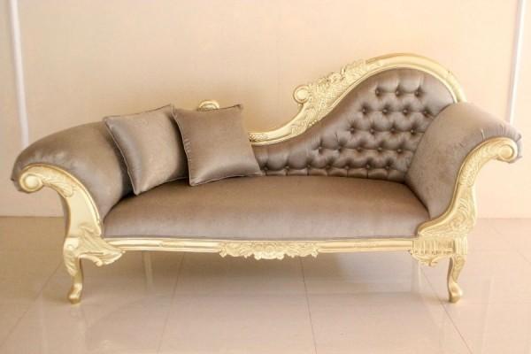 Barock Chaiselongue Sofa , Repro-Antik-Design Mahagoni massiv holz , creme Champagner samt Stoffbezug aufwendige Holzschnitzerei gold