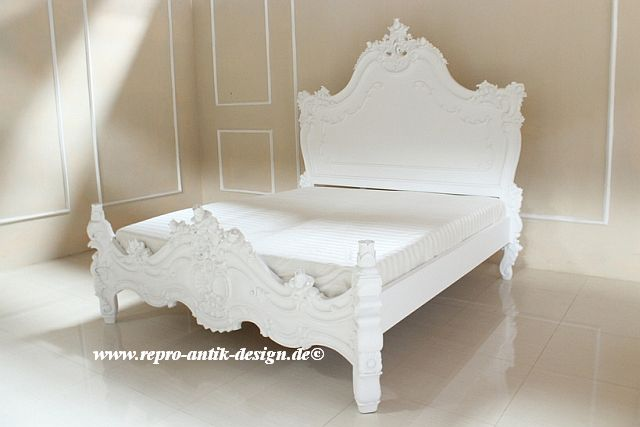 barock bett valbonne hoch in wei betten sale sofort verf gbar shop repro antik design. Black Bedroom Furniture Sets. Home Design Ideas
